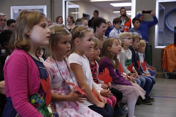 Die neuen Erstklässler bestaunten die Aufführungen der Schülerinnen und Schüler.