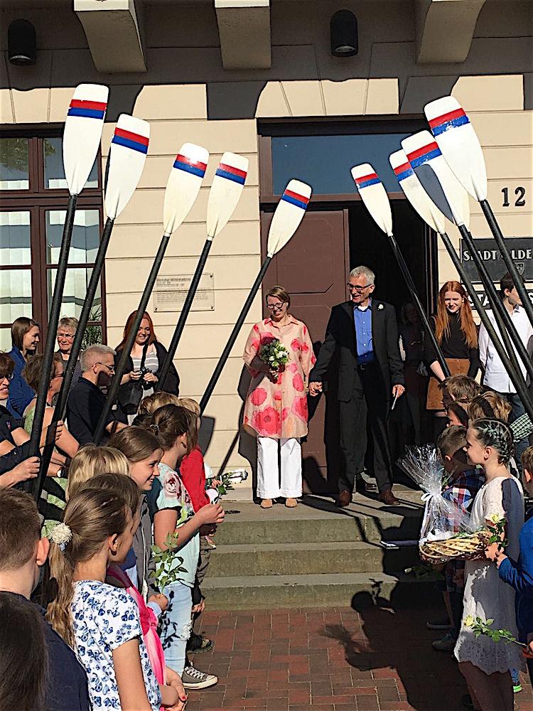 Janna Bormann-Hurling und Peter Hurling gaben sich am 13. Mai das Ja-Wort.